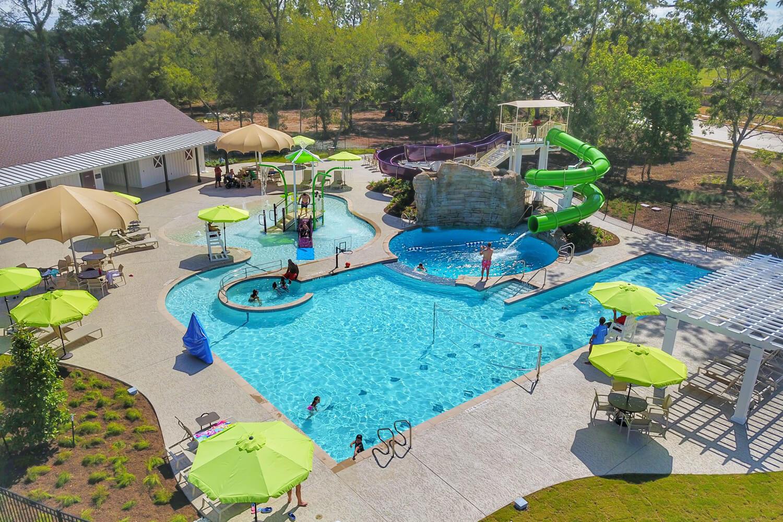 Veranda - Community Pool